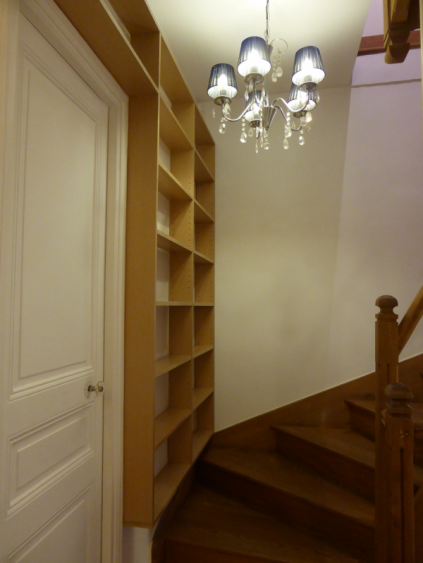 biblioth que d 39 escalier i faible profondeur atelier de sarah. Black Bedroom Furniture Sets. Home Design Ideas