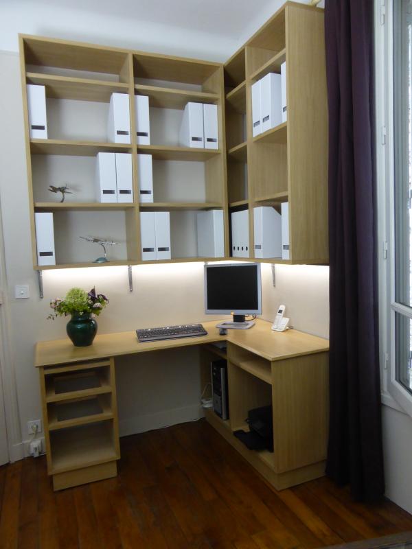 Front Vue Of Corner Desk Bookshelf