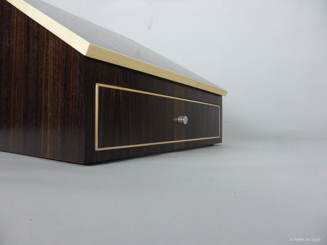 shoe-shine-case-detail-drawer-front-with-sycamore-trim