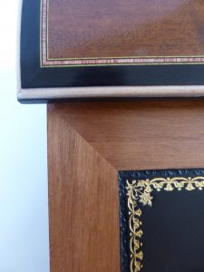 embossed-gold-on-the-leather-writing-pad