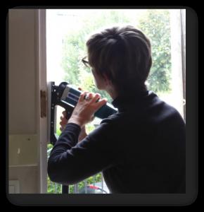 making-the-groove-around-door-frame