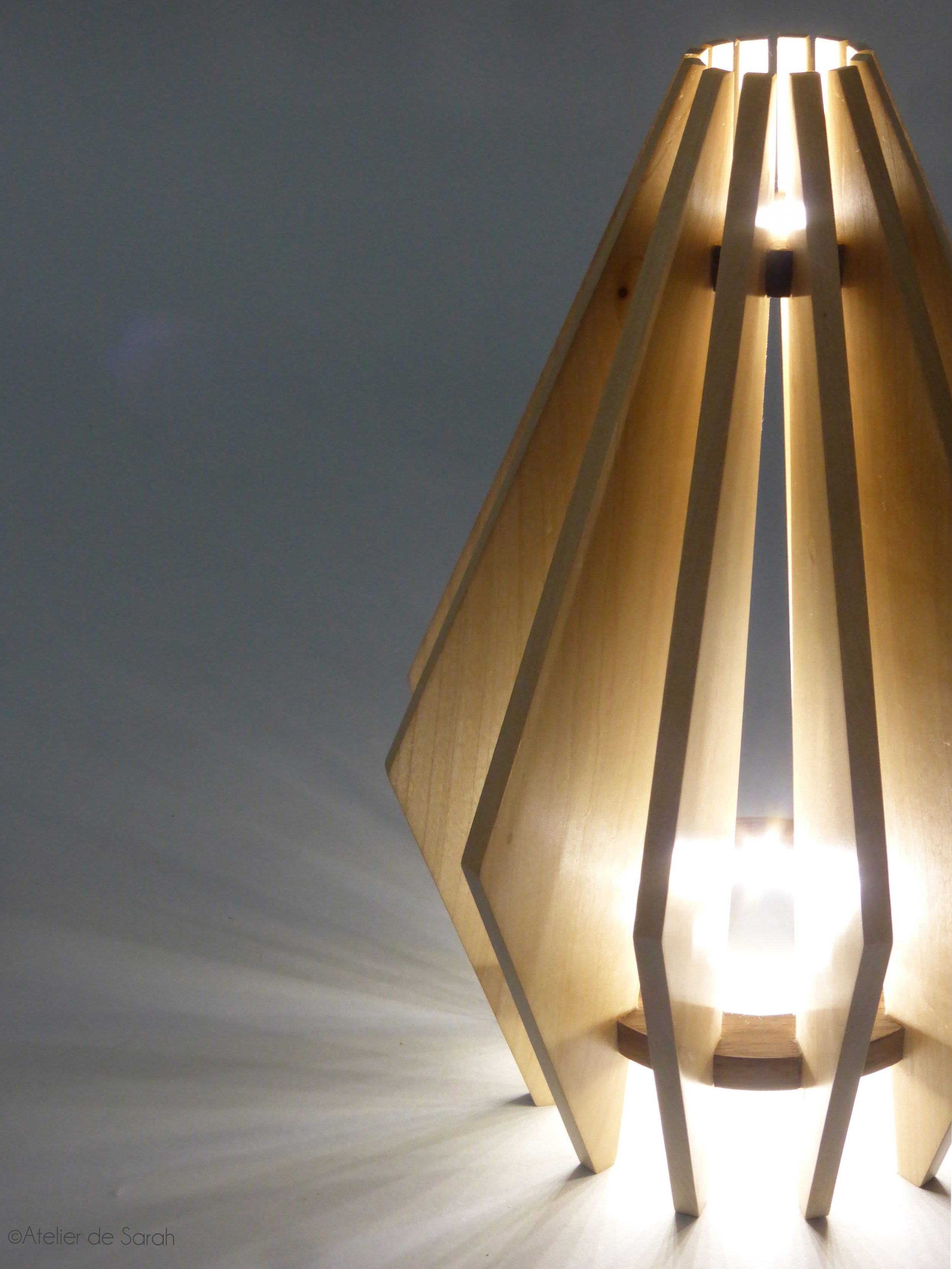 Aurore-lamp-in-sycamore