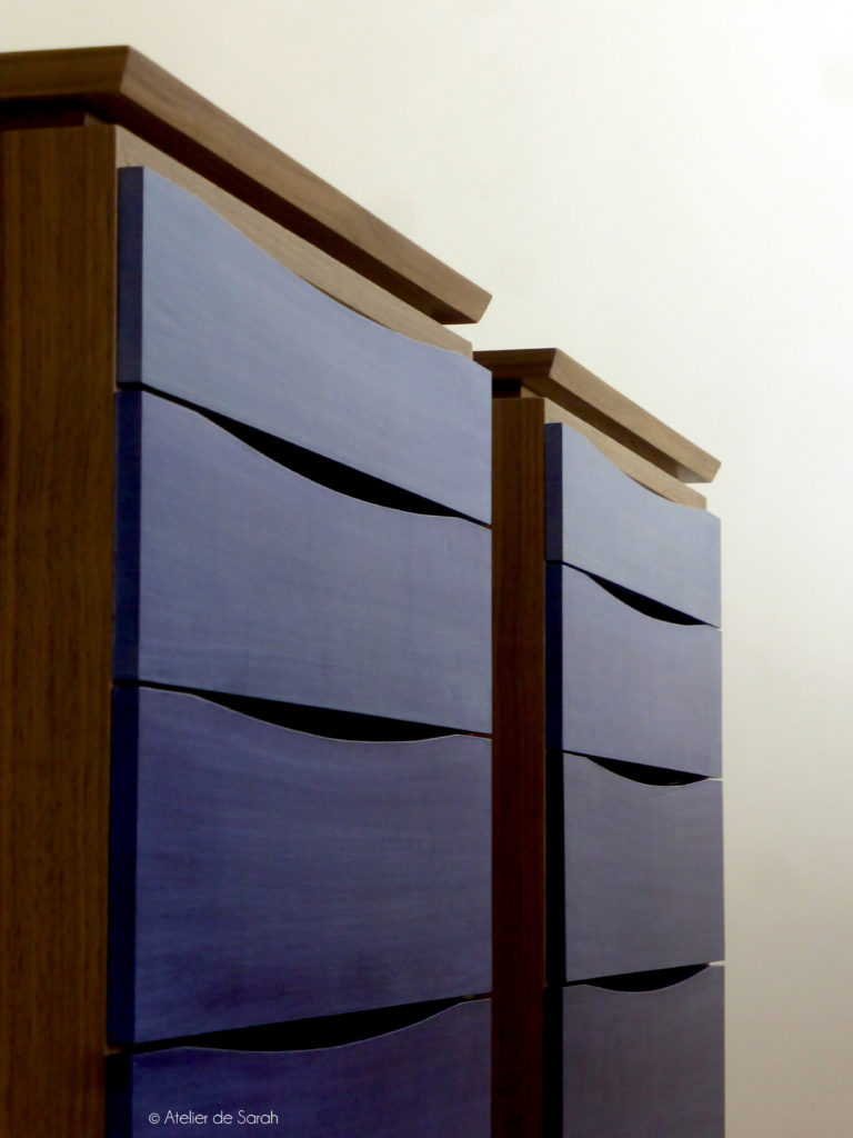 showing-detail-of-floating-top-with-beveled-edges