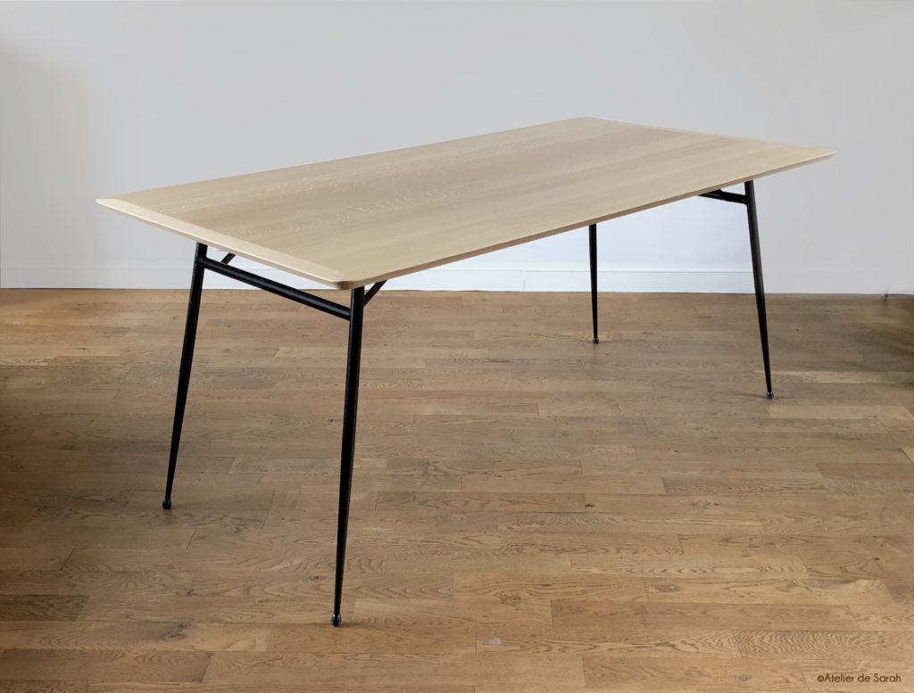 vue-de-la-table-a manger-en-entier-montrant-structure-du-pietement-de -ecuperation
